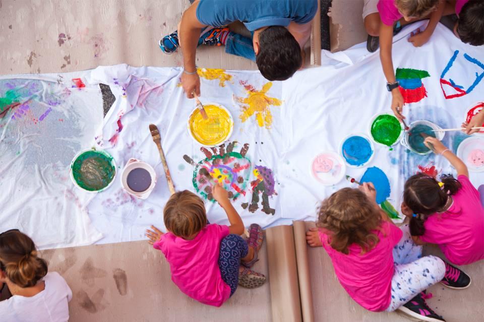 bambini-dipingono
